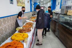 Dans la boutique de spécialités tunisiennes Essafsaf, boulevard de Belleville à Paris, le 23 avril 2021, avant le début du ramadan.