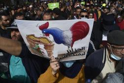 Une pancarte anti-française lors d'une manifestation du Hirak à Alger, le 9avril 2021.