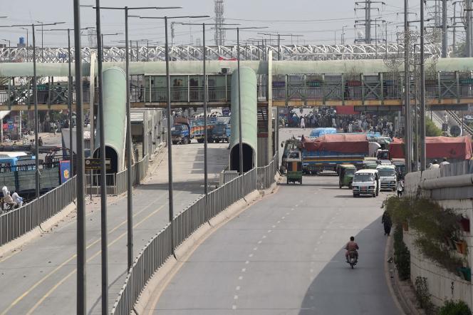 Die radikalislamistische Partei Tehreek-e-Labaik Pakistan (DLP) hat den französischen Botschafter aus zwei großen Städten, Lahore (Ost) und Karachi (Süd) sowie der Hauptstadt Islamabad (Nord), teilweise blockiert.  .