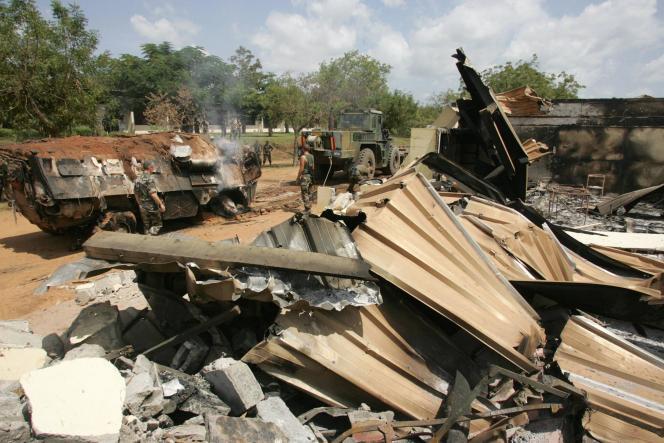 Photo d'archive montrant le site du bombardement de Bouaké, le 10 novembre 2004.
