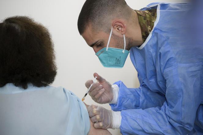 Selon les données publiées sur le site du gouvernement italien, un peu plus de 37millions de doses de vaccin ont été administrées depuis le début de la campagne vaccinale dans la Péninsule.