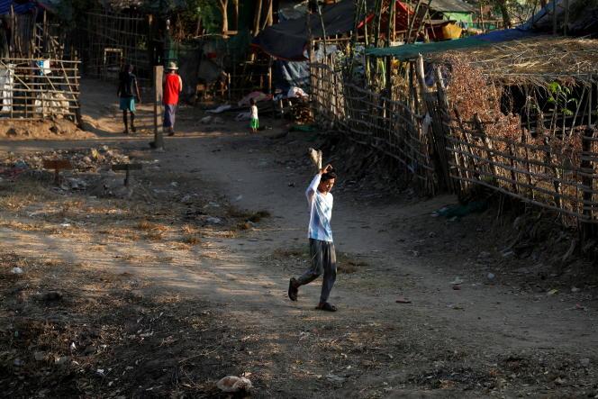 Dans le No Man's Land entre le Myanmar et la frontière thaïlandaise près de Mae Sot, en Thaïlande, le 1er février 2021.
