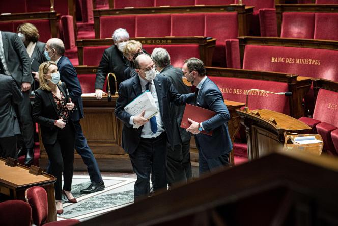 Jean Castex et le député du MoDem Patrick Mignola à l'issue du vote sur le report des régionales, à l'Assemblée à Paris, le 13 avril.