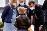 Emmanuel Macron en visite dans un hôpital, à Reims, le 14 avril 2021.