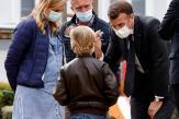 Covid-19: pour Emmanuel Macron, l'enjeu électoral du succès de la campagne de rappel vaccinal