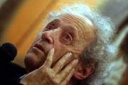Le poète Bernard Noël à Arras (Pas-de-Calais), en 2009.