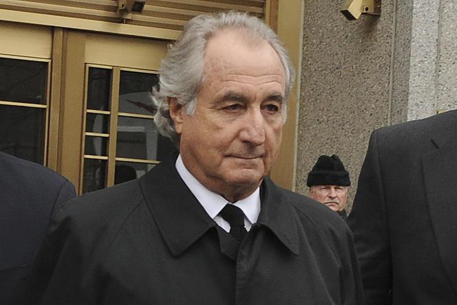 Bernard Madoff salió de la Corte Federal de Manhattan en Nueva York el 10 de marzo de 2009.