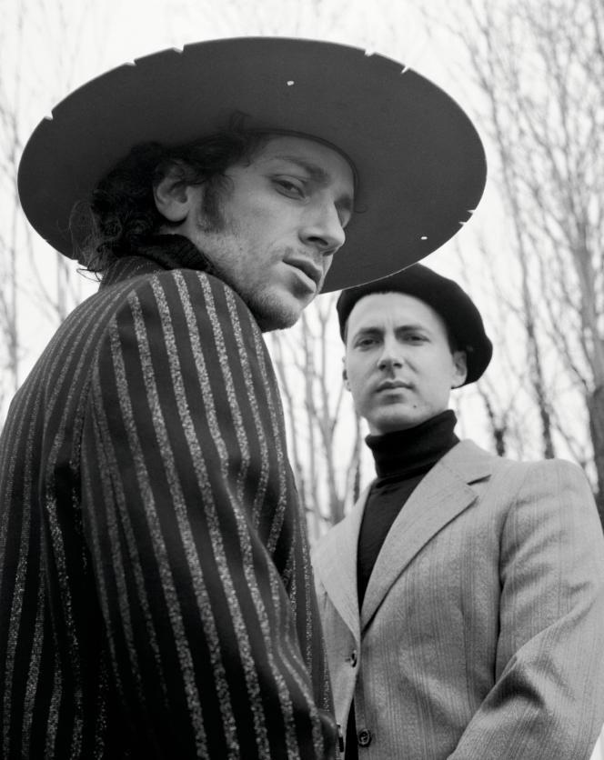 Marlon Magnée (à gauche) et Sacha Got (à droite), du groupe La Femme, à Ivry-sur-Seine (Val-de-Marne), le 4 mars.