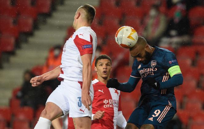 Alexandre Lacazette, auteur d'un doublé, a porté le match contre leSlavia Prague, àPrague, jeudi15avril.