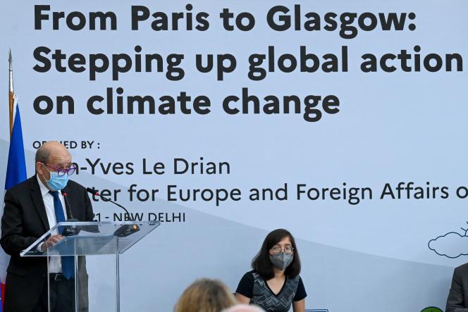 Le ministre français des affaires étrangères, Jean-Yves Le Drian, à l'ambassade de France à New Delhi, le 14 avril 2021.