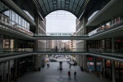 Dans un centre commercial à Berlin (Allemagne), le 25 mars 2021.