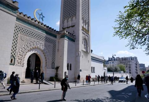People walk outside the Grand Mosquee de Paris on April 13, 2021 hours before the start of the Muslim holy month of Ramadan in France. / AFP / Thomas SAMSON