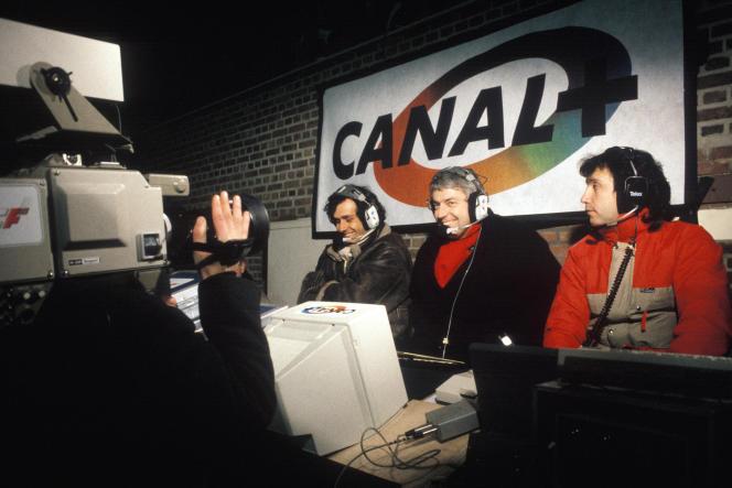 Michel Platini, Charles Biétry etLucien Dabila, en 1987, lors d'un match de football retransmis sur Canal+.