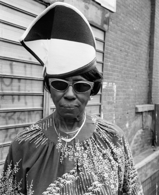 Femme sur Fulton Street et Washington Avenue, Brooklyn, NY, 1988.
