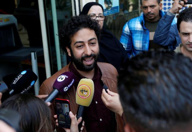 Le journaliste Omar Radi, devant le tribunal de Casablanca au Maroc, le 12 mars 2020.