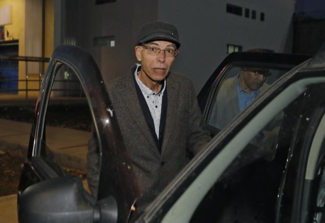 L'historien marocain Maati Monjib à sa libération de la prison d'El Arjat, près de Rabat, le 23mars 2021.
