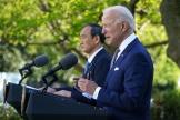 Joe Biden et Yoshihide Suga ont donné une conférence de presse de la roseraie de la Maison Blanche, à Washington, vendredi 16 avril.