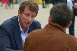 L'eurodéputé écologiste Yannick Jadot et le premier secrétaire du Parti socialiste, Olivier Faure, à Blois (Loir-et-Cher), le 29 août 2020.