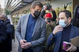 Yannick Jadot et Benoît Hamon arrivent à la réunion des gauches, à Paris, le 17 avril.