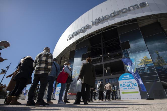 Au centre de vaccination du Stade-Vélodrome à Marseille, le 15 mars.