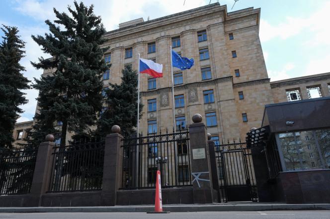 « Dans leur désir de faire plaisir aux Etats-Unis après les sanctions américaines contre la Russie, les autorités tchèques ont même surpassé leur maître », avait estimé dimanche le ministère des affaires étrangères russe.