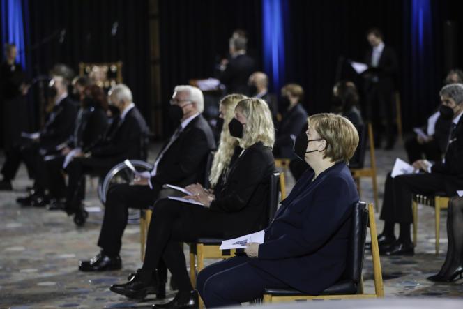 Bundeskanzlerin Angela Merkel nimmt im April an einer nationalen Zeremonie in der Souvenir-de-Empire-Guilm-Kirche in Berlin teil, um an diejenigen zu erinnern, die aufgrund von Covit-19-Opfern und gesundheitlichen Problemen isoliert gestorben sind.  18.