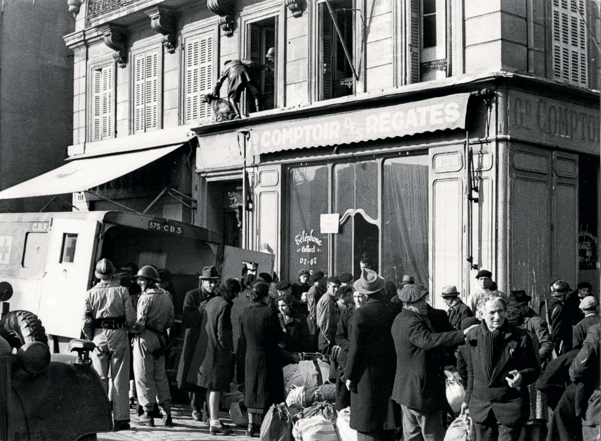 Lors de la deuxième rafle du quartier du Vieux-Port de Marseille, le 24 janvier 1943.