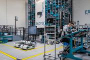 Fabrication de systèmes robotisés pour la supply chaine dans l'atelier d'assemblage des robots d'Exotec.Croix, le 13 avril 2021.