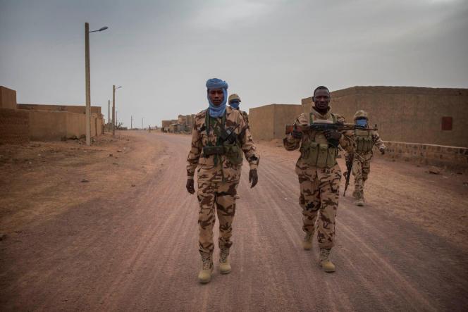 Des membres de la patrouille du contingent tchadien de la Minusma, à Kidal, au Mali, en 2016.