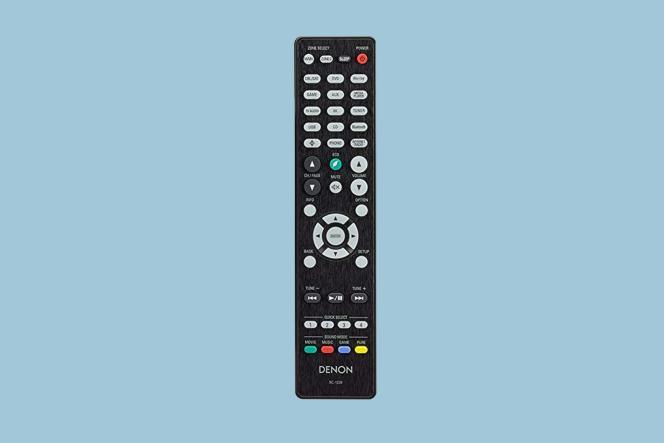 La télécommande de l'AVR-X3700H est entièrement rétroéclairée et la disposition des touches est simple.