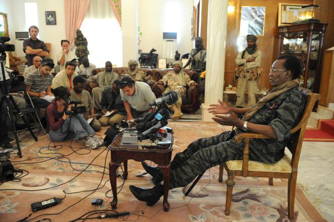 Photo d'archive de février2008, montrant le président tchadien, Idriss Déby, lors d'une conférence de presse au palais présidentiel à N'Djamena.