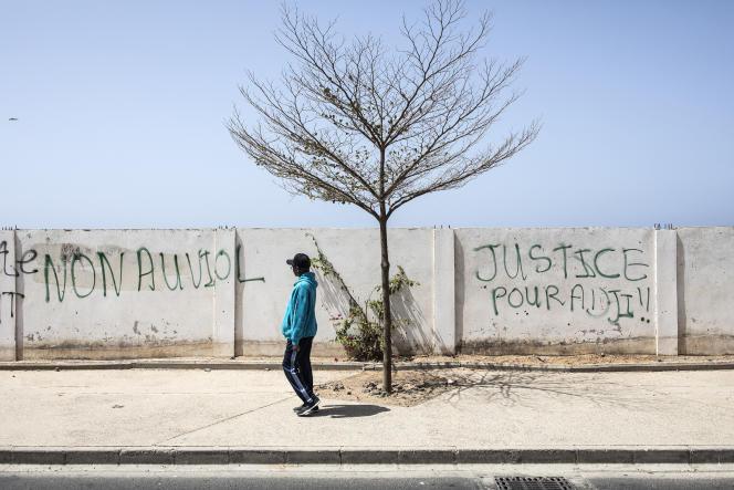 « Non au viol» et « Justice pour Adji» sur un mur à Dakar, le 18 mars 2021.