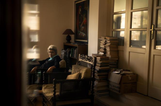 Laila Soueif, chez elle, dans le quartier de Dokki, au Caire, le 15 avril.