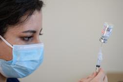 Le vaccin de Johnson &Johnson jugé sûr malgré les risques rares de caillots sanguins, selon l'Agence européenne des médicaments