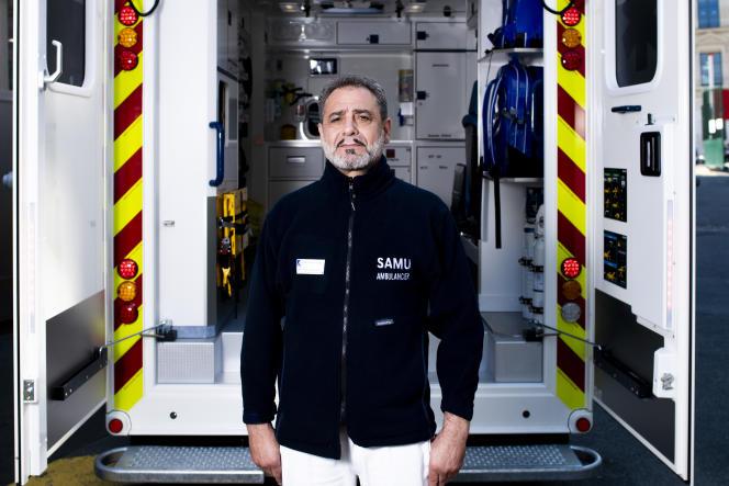 Abel Laabidi, ambulancier au Service mobile d'urgence et de réanimation (SMUR) de l'hôpital Lariboisière, àParis, le 19 avril.