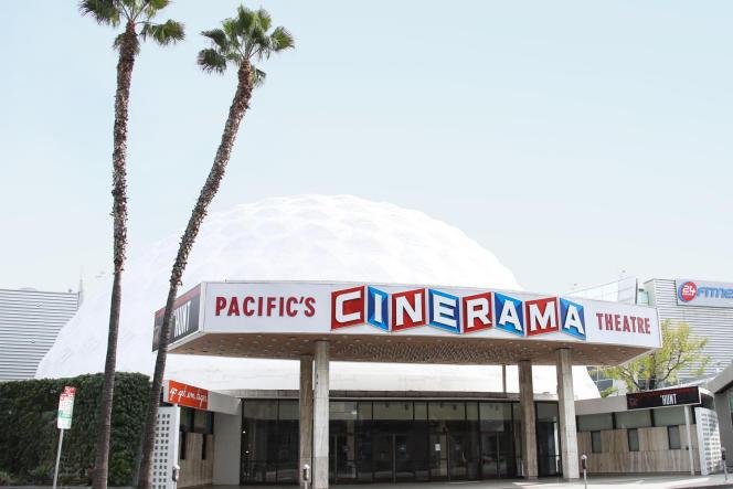 Construit en 1963 et détenu par Pacific Theatres, le Cinerama Dome chercheaujourd'hui un repreneur, à Los Angeles, le 31 mars.