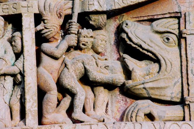 L'antichambre de l'Enfer, bas relief de l'abbatiale Sainte-Foyde Conques (Aveyron), début du XIIe siècle.