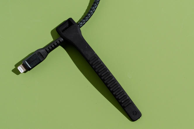 Le câble Nomad est doté d'une sangle en caoutchouc qui le maintiendra sagement enroulé.