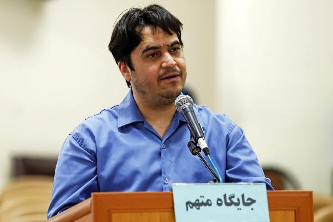 Le journaliste iranien Rouhollah Zam – exécuté le 12 décembre 2020 – lors de son procès, le 2 juin 2020, à Téhéran.