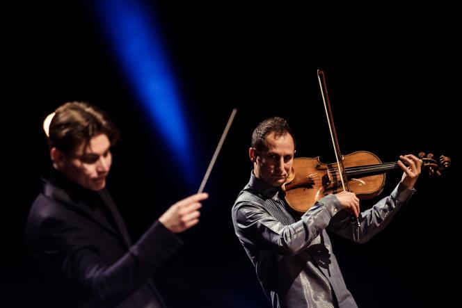 Répétition générale de l'Orchestre de Paris dirigé par le chef Klaus Mäkelä (à gauche), accompagné par l'altisteAntoine Tamestit, le 16 avril 2021, à la Philharmonie de Paris.