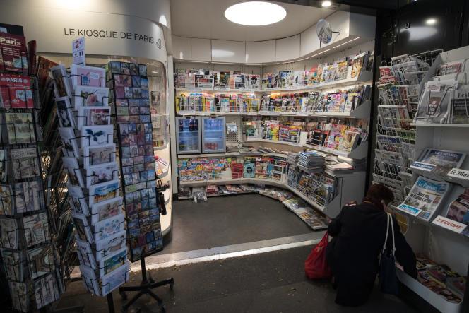 Kiosque à journaux, à Paris, le 21 mars 2020.