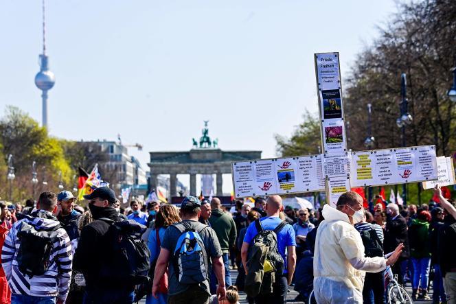 Manifestion contre les mesures du gouvernement pour lutter contre l'épidémie de Covid-19, notamment le couvre-feu, à Berlin, le 21 avril.