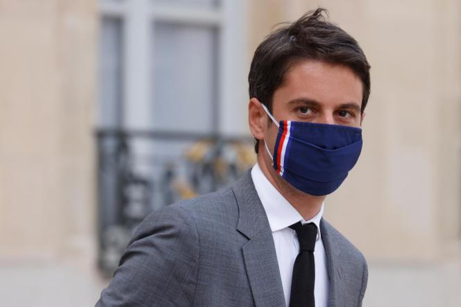 Le porte-parole du gouvernement, Gabriel Attal, à la sortie du conseil des ministres, le 21 avril, à Paris.