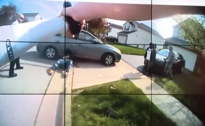 Capture d'écran de la vidéo diffusée par la police de Columbus, dans l'Ohio, le 21 avril 2021.
