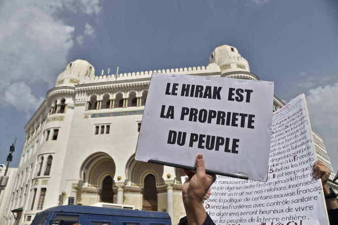 Manifestation devant la grande poste d'Alger, le 2 avril 2021.