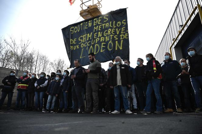 Des employés de la SAM, lors d'une manifestation, à Decazeville, dans l'Aveyron, le 10 mars 2021.