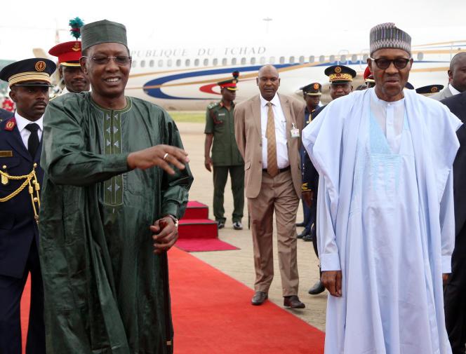Les présidents Idriss Déby (à gauche) et Muhammadu Buhari, à Abuja, en juin 2015.