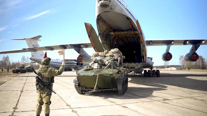 Według rosyjskiego Ministerstwa Obrony manewry te zostały zmobilizowane na Morzu Czarnym i na Półwyspie Krymskim