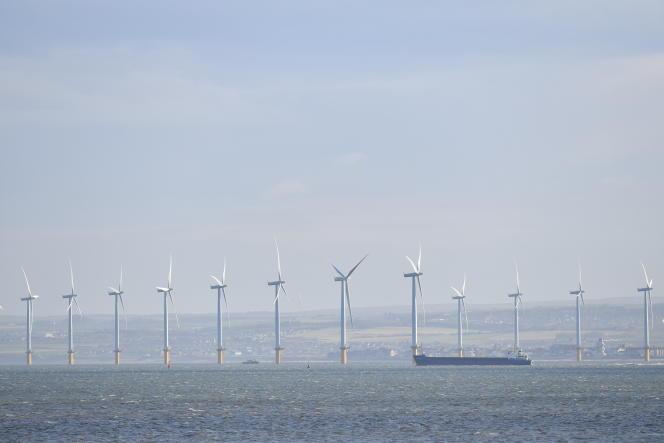 Eoliennes off-shore au large de Redcar, dans le nord-est de l'Angleterre, le 11 novembre 2019.