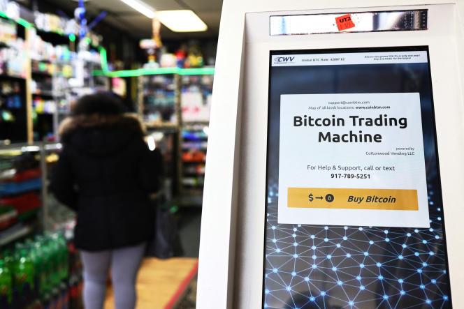 Une borne de trading en bitcoins à New York, le 8 février 2021.